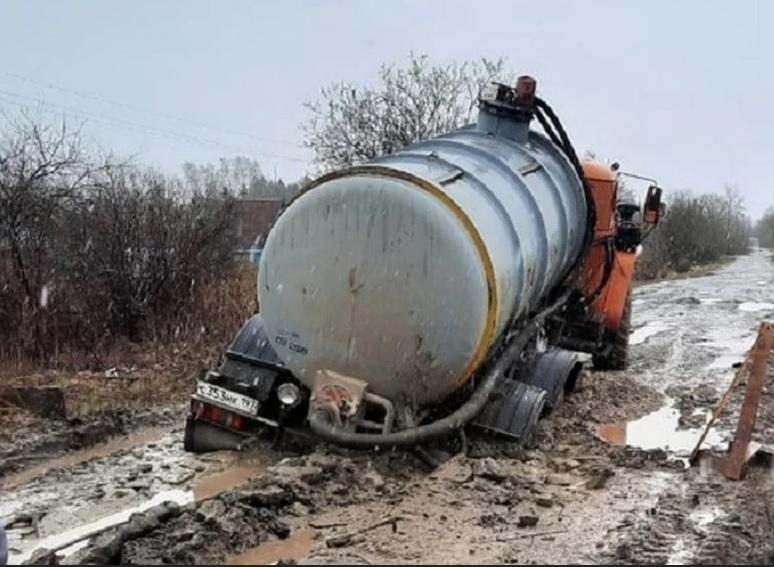 В Грязовце чиновники не могут заставить подрядчика газовиков восстановить разбитую им дорогу